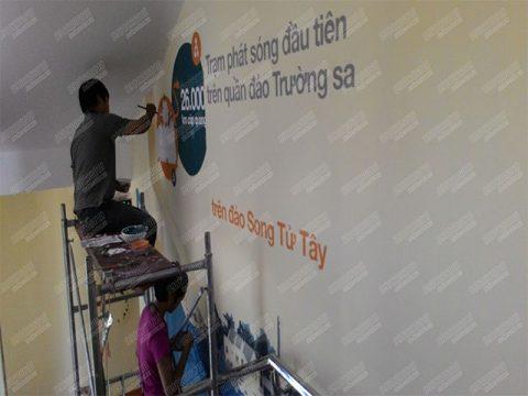 Thi công vẽ Viettel  tại Duy Tân T7-13