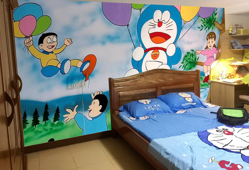 Vẽ tranh tường phòng ngủ cho các em nhỏ.